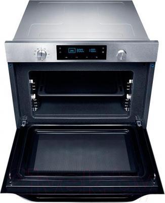 Электрический духовой шкаф Samsung NQ50C7535DS/WT - с открытой дверцой