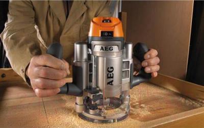 Профессиональный фрезер AEG Powertools MF 1400 KE (4935411850) - в работе