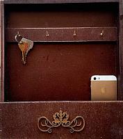 Ключница настенная Grifeldecor С полкой / BZ192-4C266 (коричневый) -