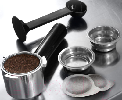Кофеварка эспрессо DeLonghi Dedica EC685.BK