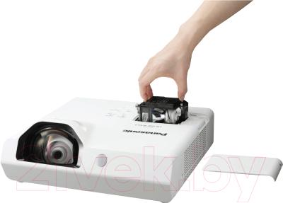 Проектор Panasonic PT-TW350 - замена лампы