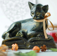 Статуэтка Нашы майстры Кот на книге / 3038 (декорированная) -
