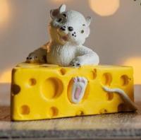 Статуэтка Нашы майстры Мышка в сыре / 3087 (декорированная) -
