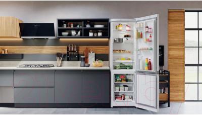 Холодильник с морозильником Hotpoint-Ariston HTS 4200 W