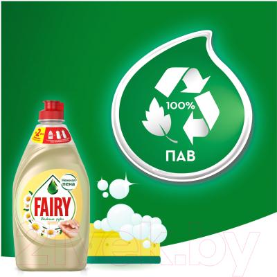 Средство для мытья посуды Fairy Нежные руки. Ромашка и витамин Е (1.35л)