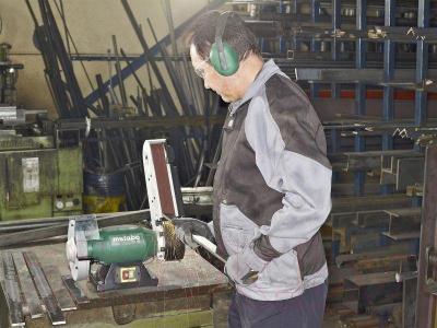 Профессиональный шлифовально-точильный станок Metabo BS 175 (601750000) - в работе