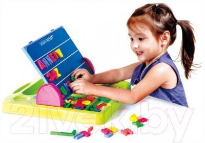 Развивающая игрушка PlayGo Доска функциональная с аксессуарами 7330 - ребенок во время игры